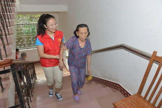 玉林市陸川縣國稅局組織青年志願者開展服務日活動