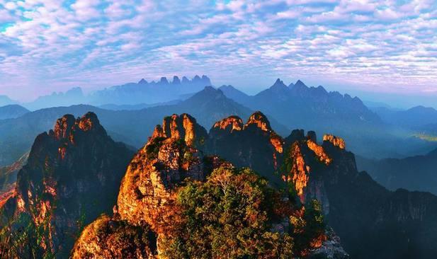 广西贵港有什么旅游景点答:最近的景点,1,2月~3月,贵港油菜花园景区