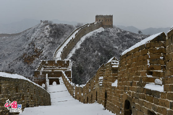 雪後金山嶺山舞銀蛇 中國長城凸顯冬季絕美景色