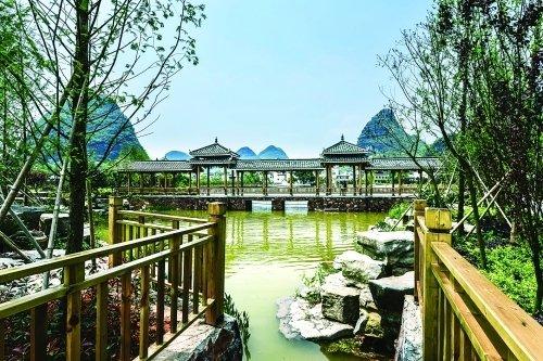临桂区六塘镇修葺一新的农村公园