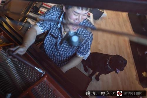 """盲人調音師和他的導盲犬""""米修"""""""