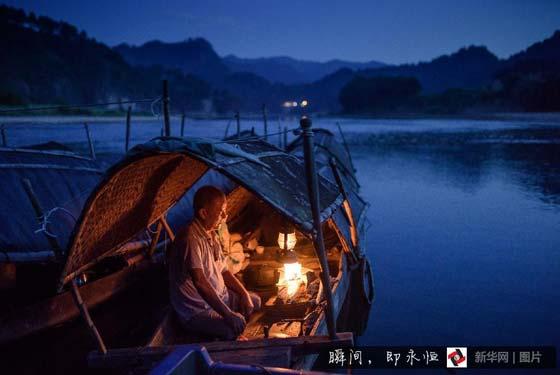 百態︰擺渡老人與(yu)20條生命