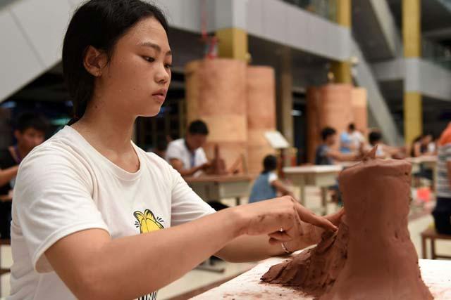 百名陶瓷名師齊聚廣西北流比藝