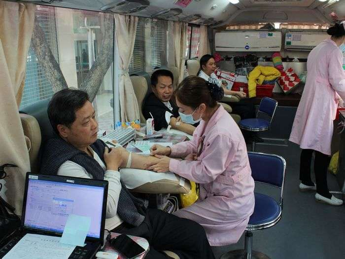 農行岑溪支行員工義務獻血傳遞正能量