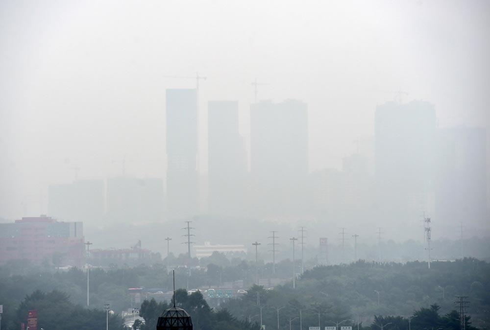 南寧:大霧鎖城