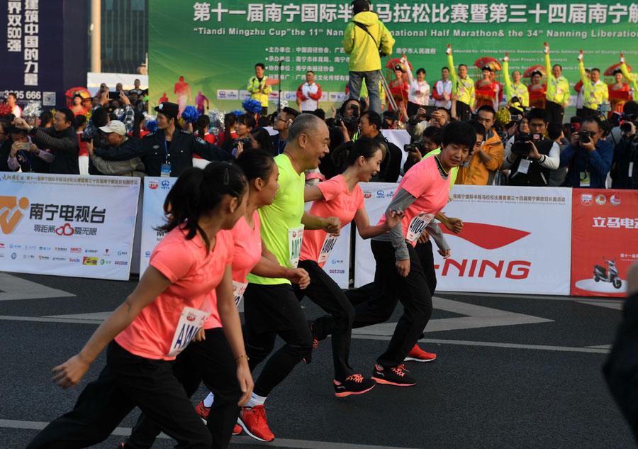李寧領跑南寧國際半程馬拉松比賽