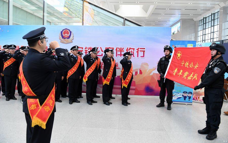 廣西南寧:鐵警守護回家路