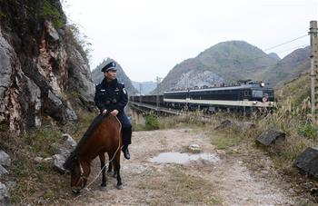 """堅守在深山裏的鐵路""""騎警"""""""