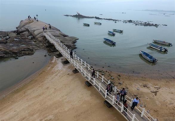 廣西欽州:春暖海邊好遊玩