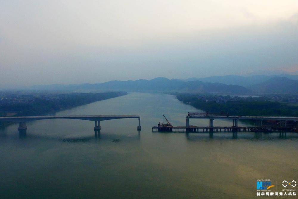 航拍廣西三柳高速延長線 長安二橋現雛形