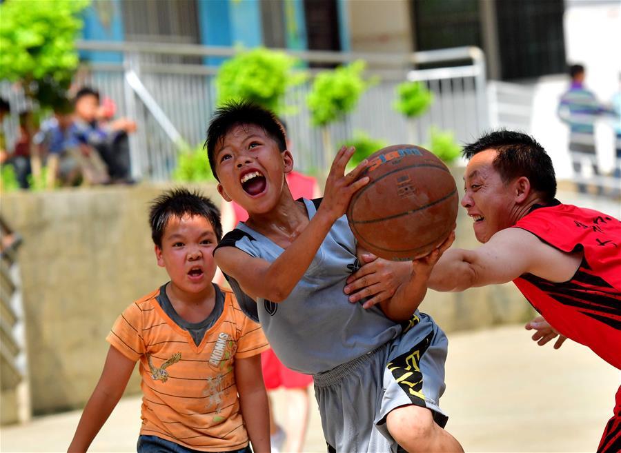 火熱的山區校園籃球賽