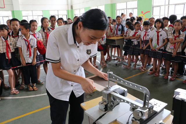 南寧經開區舉辦首屆校園創客機器人比賽