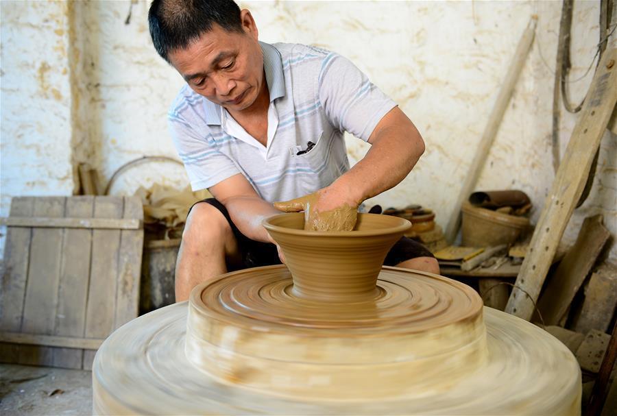 蔣太華和他44年的陶藝人生