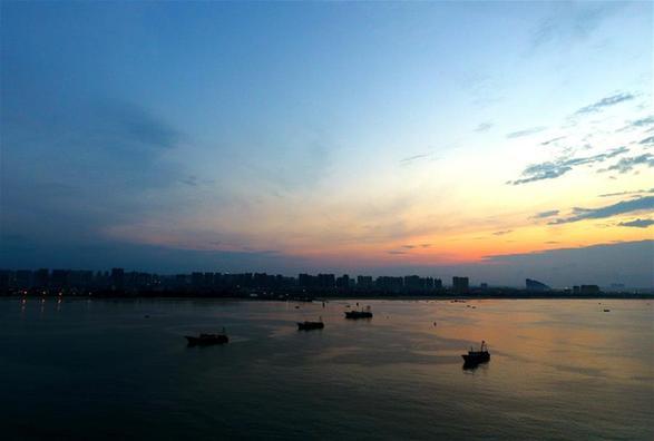 漁港之晨 風雲變幻