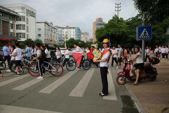 農行柳江支行:創建全國文明城市青年文明號在行動