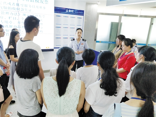 高新區國稅局為國稅係統新錄用人員講授業務知識
