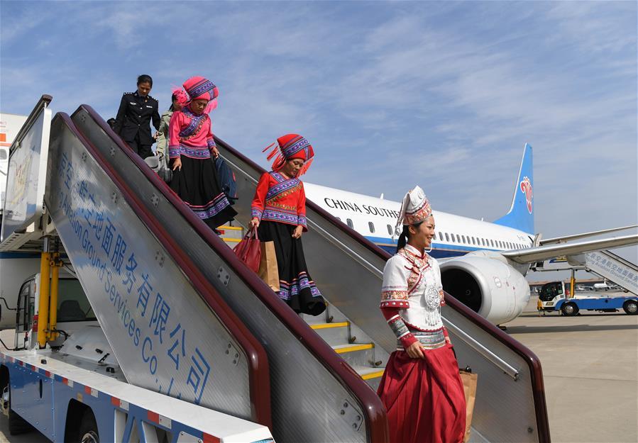 出席十九大的廣西代表團抵京