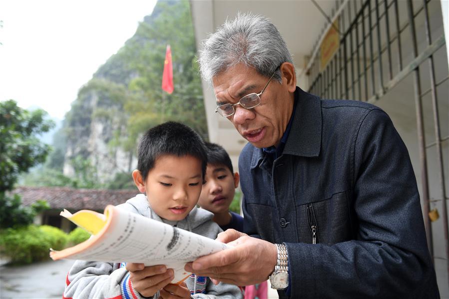 覃誠:在模糊視界裏為孩子指點光明