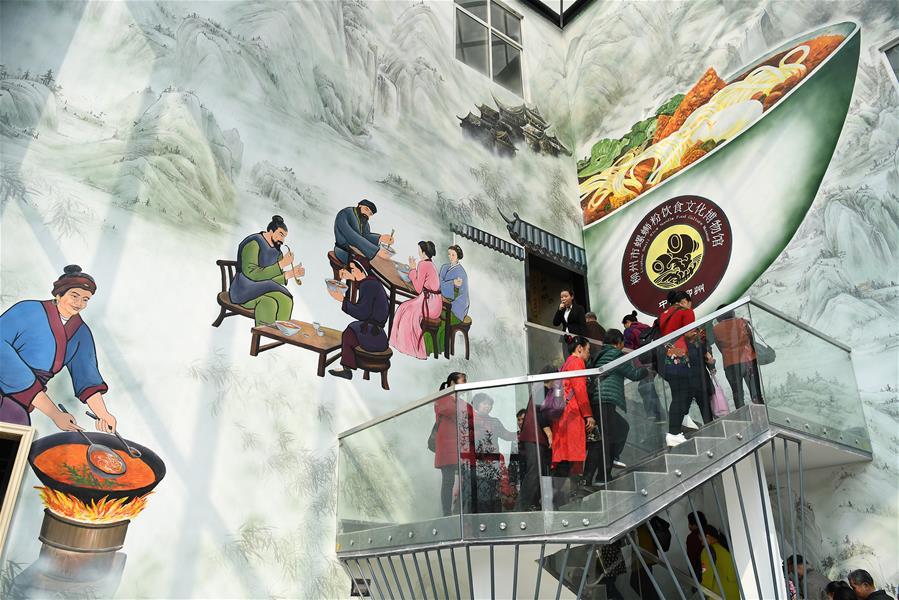 廣西柳州:螺螄粉成為工業旅遊新名片