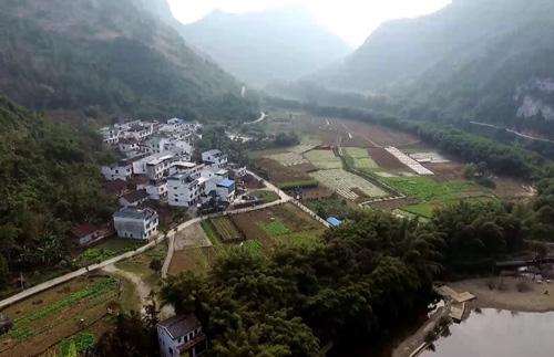 覃昌忠:綠色村莊巧施策 鄉村旅遊助脫貧