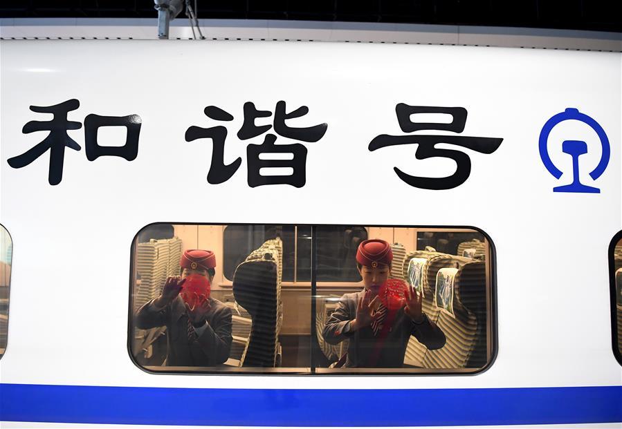 """""""90后""""列车长服务春运"""