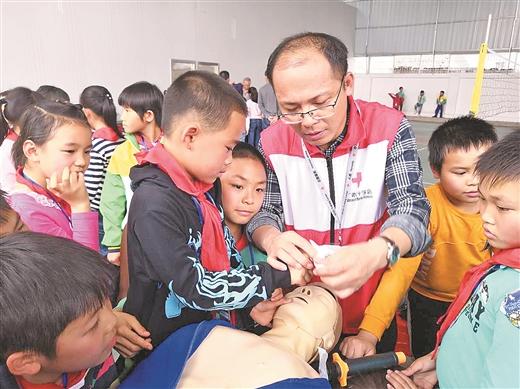 東龍鎮中心小學開展應急救護知識培訓