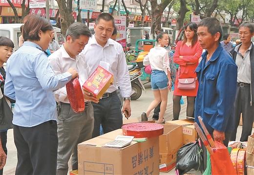 羅城對煙花爆竹批發企業和銷售點開展安全檢查
