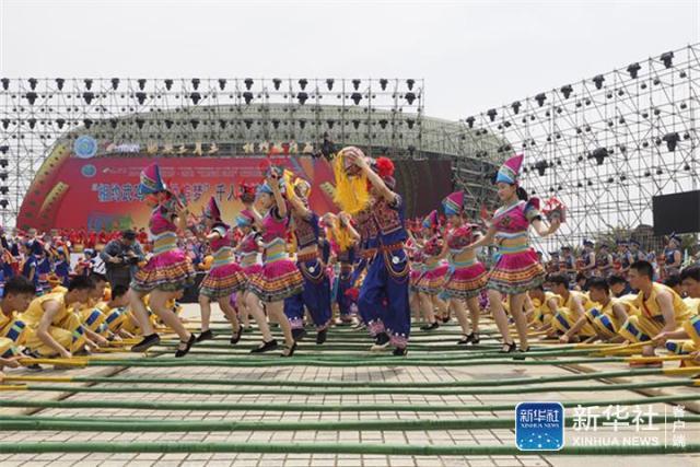 大氣磅薄!來看千人竹竿舞、千人武術、千人壯歌舞