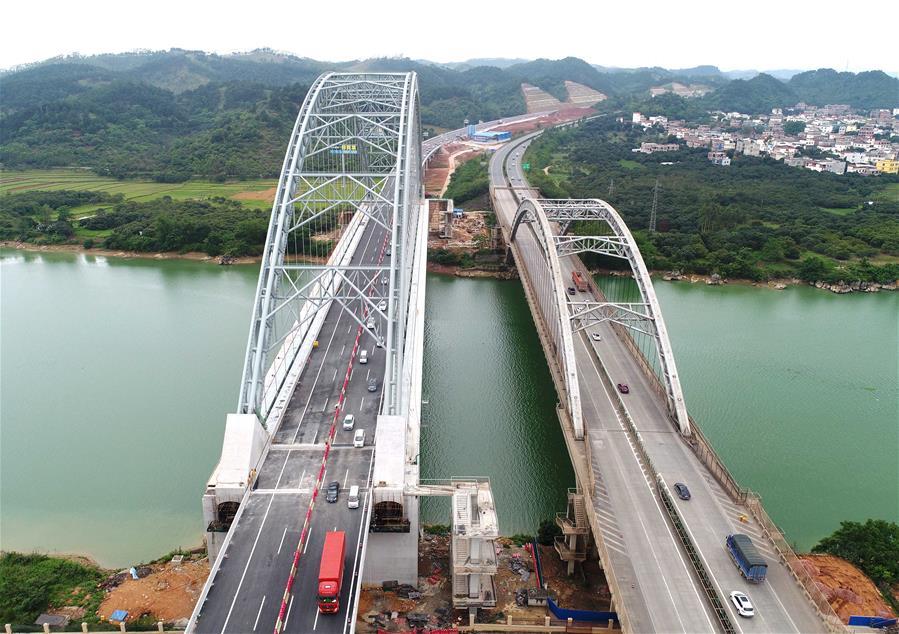 六景鬱江特大橋建成通車