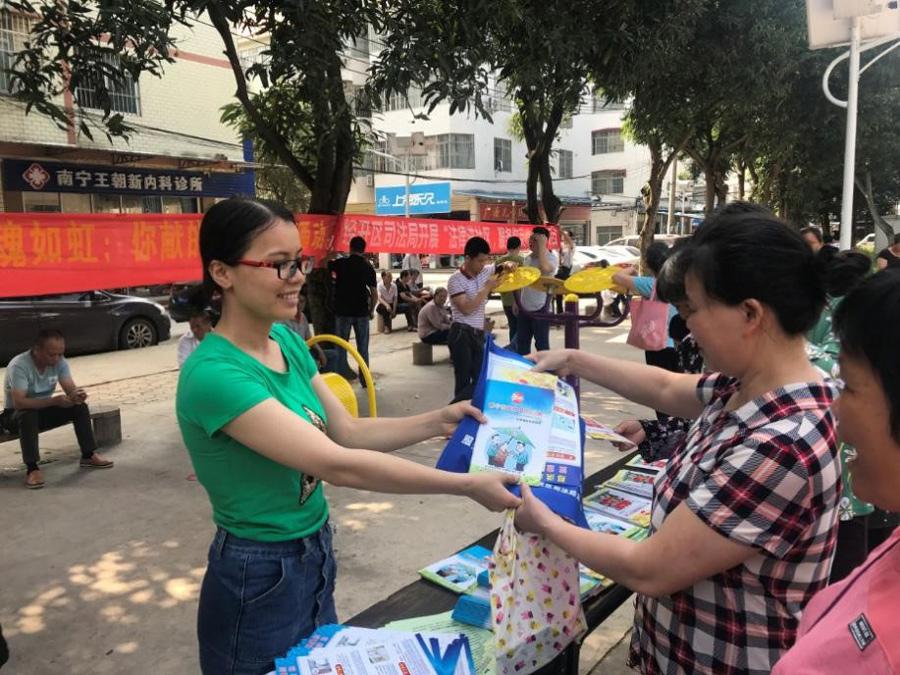 南寧經開區開展送法進社區活動