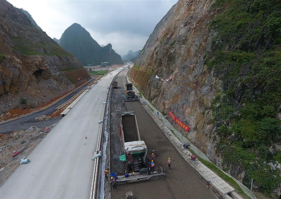 中越边境靖西至龙邦高速公路有望年底通车