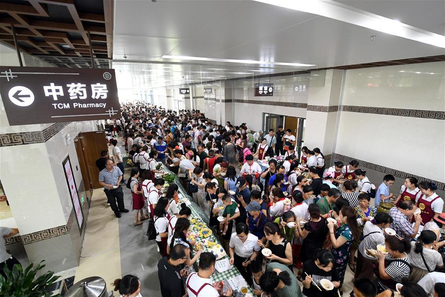 """广西柳州:品""""药膳大餐""""感受中医文化"""