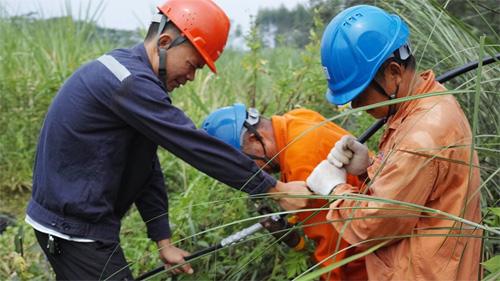 欽州靈山供電局:迅速搶修恢復供電