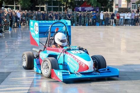 桂林航院自主設計方程式賽車發布