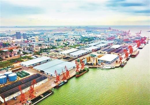 繁忙的防城港港口