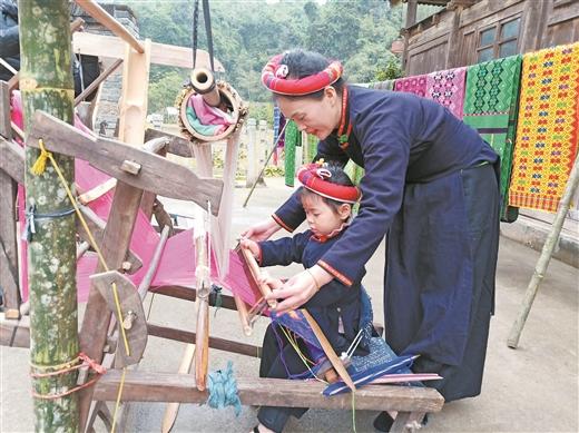 龍州:金龍壯族織錦技藝代代傳