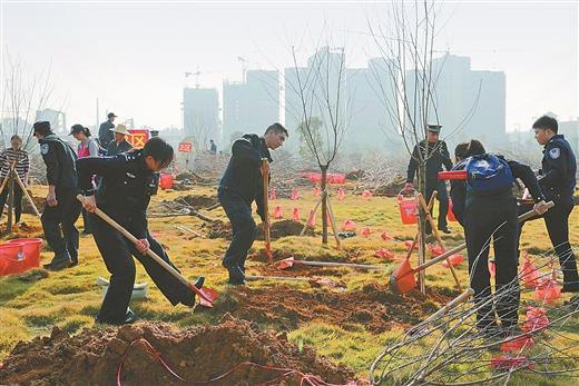 賀州1200多名幹部群眾參加義務植樹活動