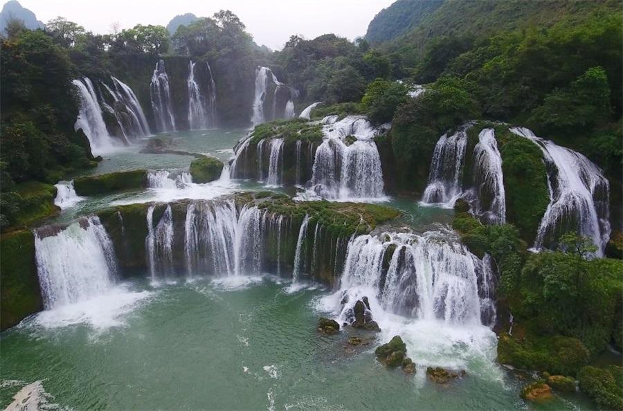 壯哉!飛閱亞洲第一大跨國瀑布
