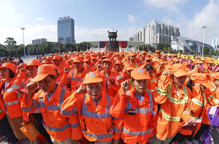 南寧:萬名垃圾分類志願者進社區