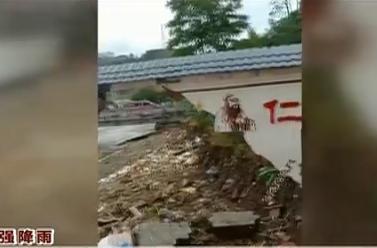 河池南丹:學校遭遇洪災 圍墻被衝垮