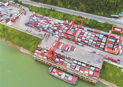 梧州外貿倉儲碼頭作業忙