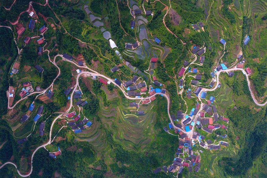 苗山脫貧影像志——美麗的鄉村公路