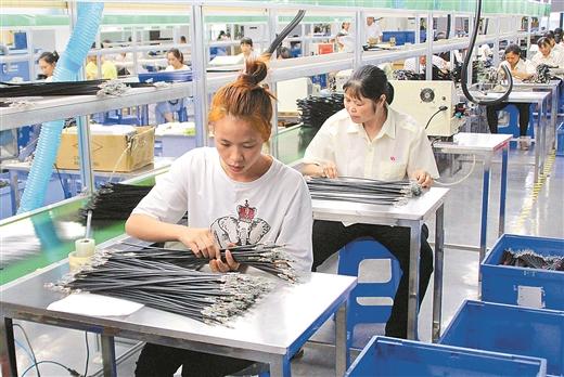 鐘山引進環保企業穩定易地扶貧搬遷群眾就業