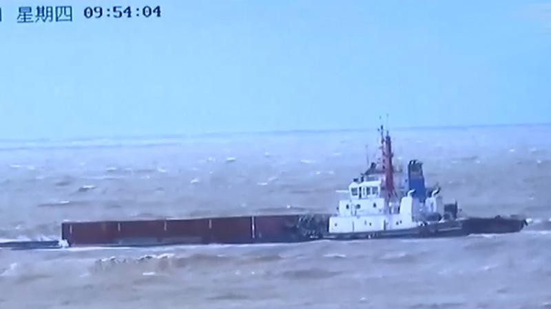 防城港:貨船避風遇險 8名船員獲救