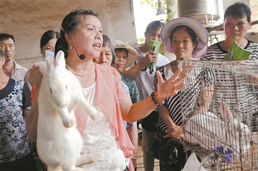 羅城舉辦科普惠農興村畜禽養殖技術培訓班