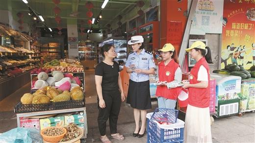 玉林交警走進轄區社區開展宣傳活動