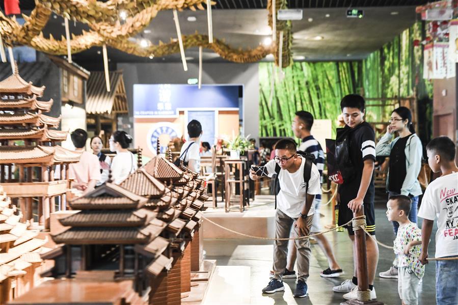南寧:博物館裏度長假