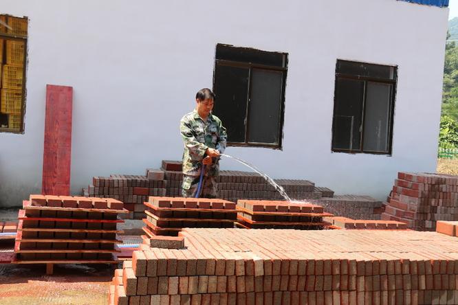龍州:那宋群眾在鄉村風貌改造中開辟産業發展新路子