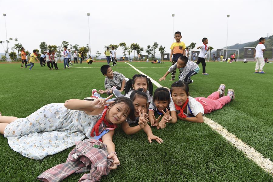 廣西隆安:扶貧安置區裏教育有保障