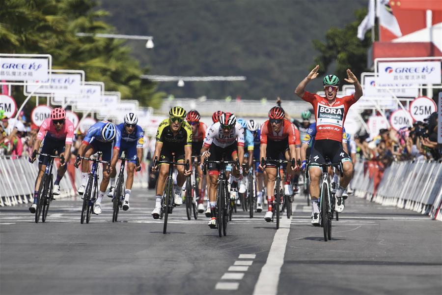自行車——環廣西公路自行車世界巡回賽第三賽段賽況